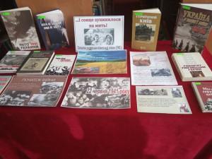 Книжкова виставка до Дня скорботи і вшанування пам'яті жертв війни в Україні